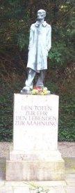 Dachau Statue